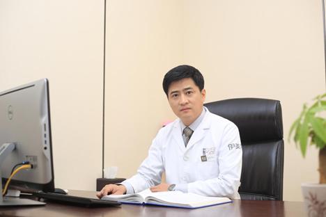 青岛伊美尔眼整形中心刘长发主任指出,割双眼皮是在眼部的上睑部位做