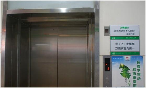 青岛山大医院走廊