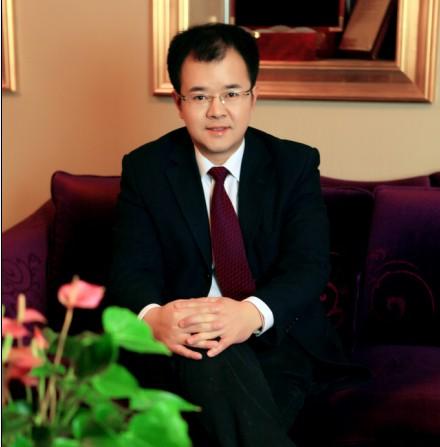 >  特别推荐 > 正文  初看青岛华韩整形美容医院的整形外科主任王高杰