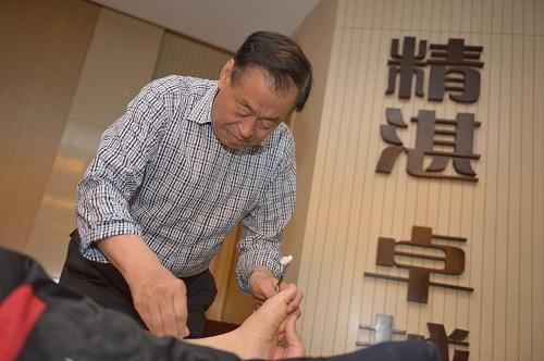 """青岛市海慈医疗集团针灸科主任刘立安博士等做了"""""""