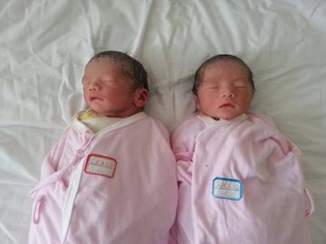 41岁高龄妈妈创奇迹 头胎诞下双胞胎男婴